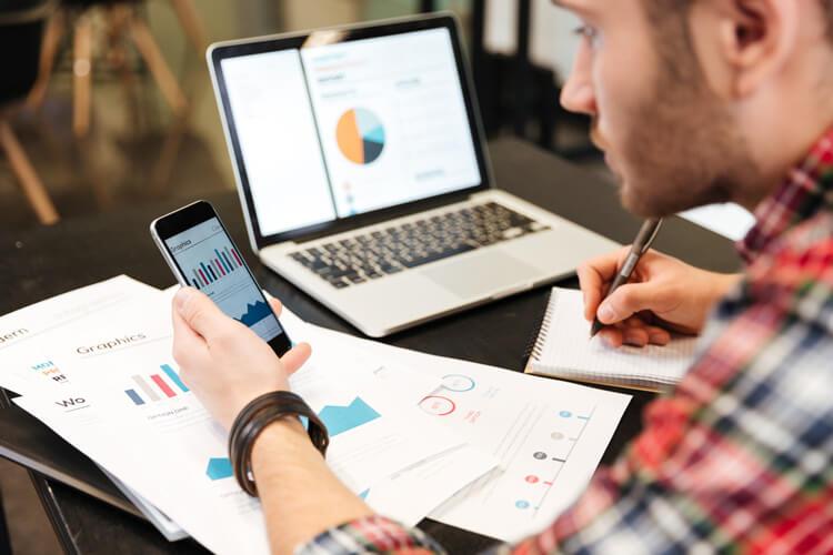 ブログには「広告収入で稼ぐ」か「商品を売る」かの2通りの稼ぐ仕組みがある